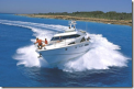 Путешествие по воде на морском катере