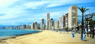 Испанский курортный город Бенидорм на побережье Коста Бланки