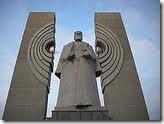 Памятник Курчатову, открытый к 250-летию Челябинска