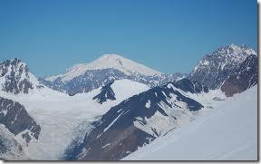 снеговая линия на кавказком хребте