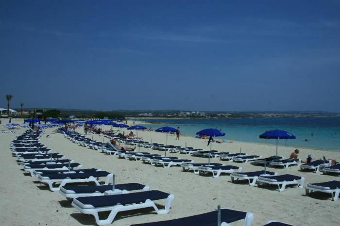 пляж Макрониссос