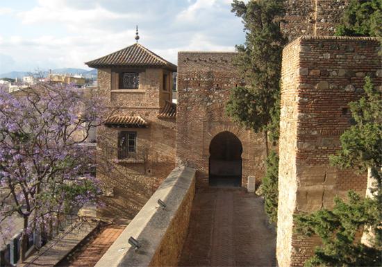 комплекс дворца-крепости Алькасаба