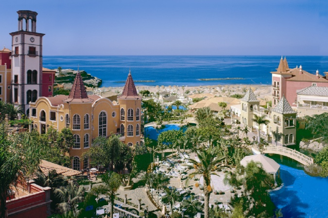 На острове расположены множество отелей